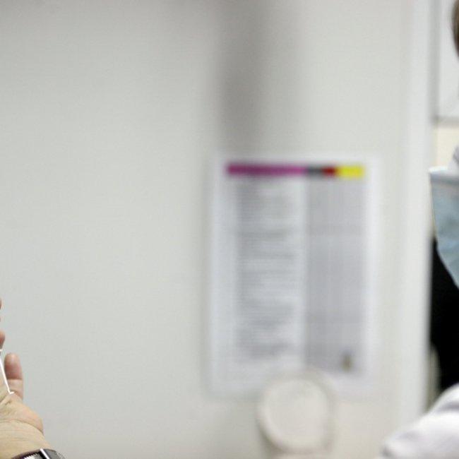 Κορωνοϊός: Ποιοι και πότε θα κάνουν το εμβόλιο - Αναλυτικά το χρονοδιάγραμμα έως την άνοιξη