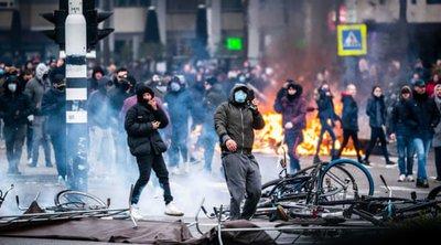 Ολλανδία: Δεύτερη νύχτα ταραχών σε πολλές πόλεις με διαδηλώσεις κατά της απαγόρευσης κυκλοφορίας - Εκατοντάδες συλλήψεις