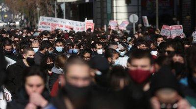 Πανεκπαιδευτικά συλλαλητήρια σε Αθήνα και Θεσσαλονίκη – Απίστευτες εικόνες συνωστισμού