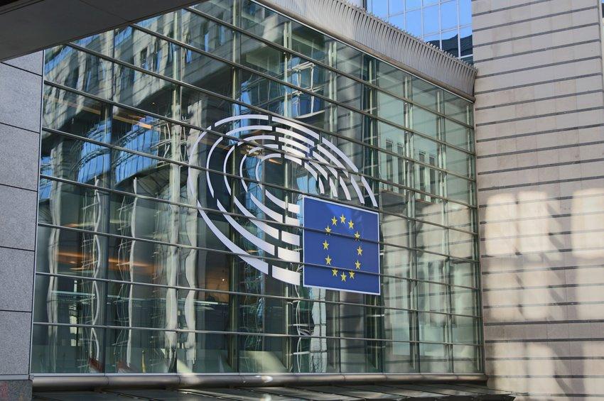Διπλωματική πηγή από Βρυξέλλες: Η Ελλάδα ζήτησε να μπει η φράση «κοινή προσέγγιση στο πιστοποιητικό εμβολιασμού»
