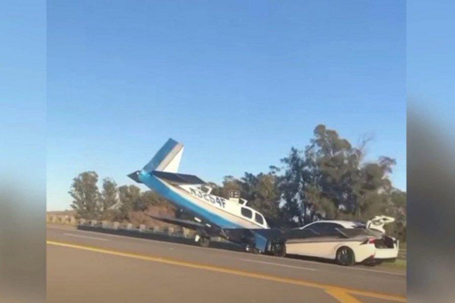 ΗΠΑ: Αυτοκίνητο τράκαρε με αεροπλάνο στην Καλιφόρνια - ΒΙΝΤΕΟ