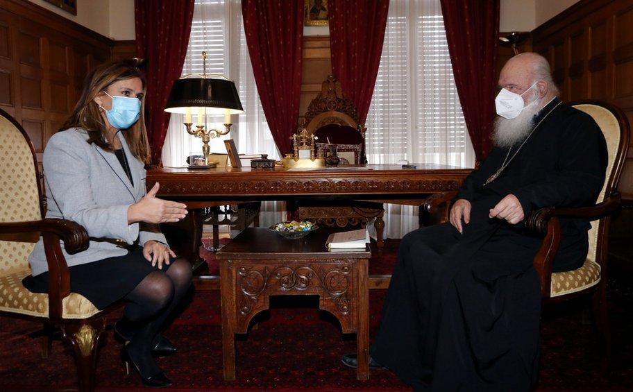 Επίσκεψη της υφ. Υγείας Ζωής Ράπτη στον Αρχιεπίσκοπο Ιερώνυμο