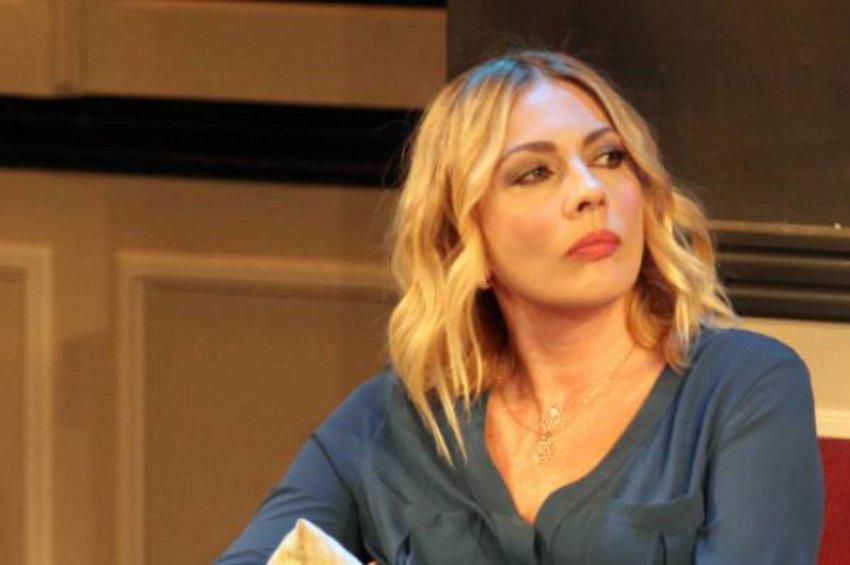 Σμαράγδα Καρύδη στο real.gr: Έχω δέκα μέρες πυρετό από τον κορωνοϊό που κόλλησα, αλλά ευτυχώς πηγαίνω καλύτερα