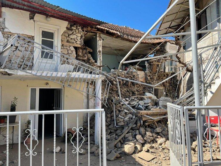 Σεισμός: Συγκλονίζουν οι εικόνες - Έπεσαν σπίτια σε χωριά μεταξύ Τυρνάβου και Ελασσόνας