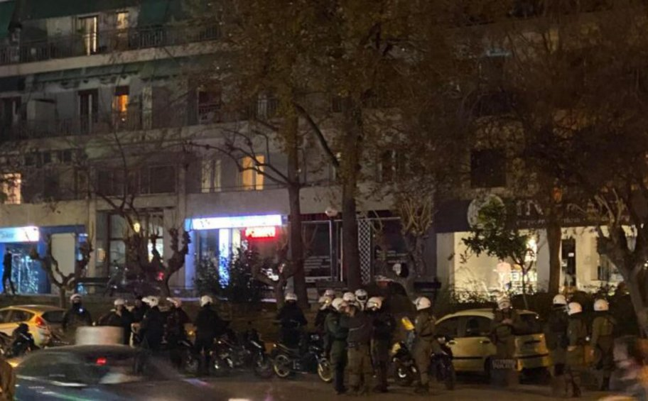 Επίθεση σε αστυνομικούς στην Πανόρμου - Επεσαν χημικά και κρότου λάμψης- ΒΙΝΤΕΟ