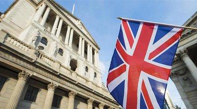 Η Τράπεζα της Αγγλίας επιβραδύνει τις αγορές ομολόγων - Αναθεωρεί προς τα πάνω την πρόβλεψη για τη φετινή ανάπτυξη