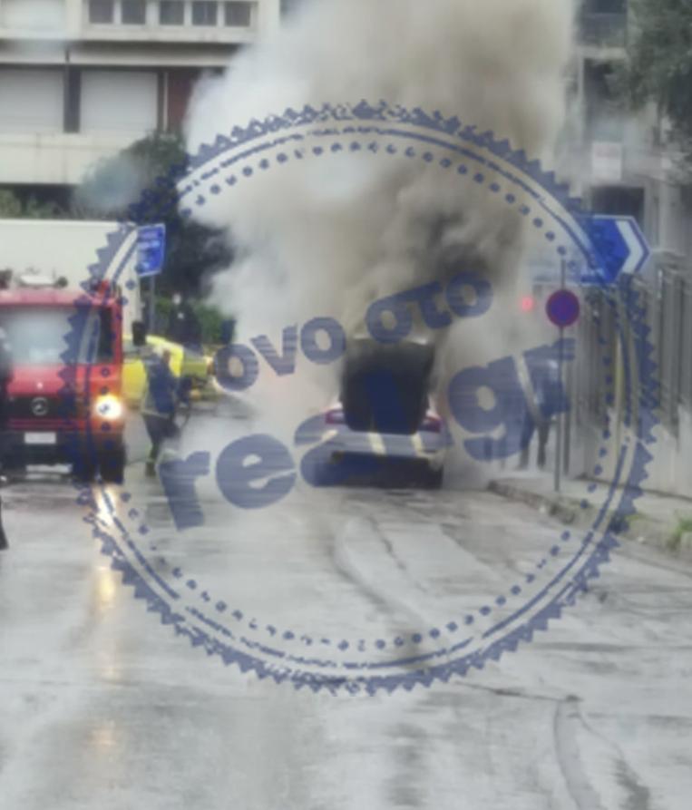 Φωτιά σε ταξί στο κέντρο της Αθήνας[photos]