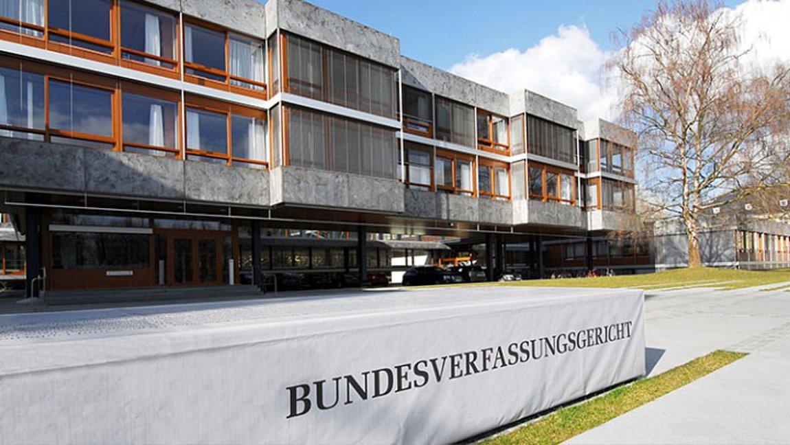 Γερμανία: Πάνω από 100 οι προσφυγές κατά του του ομοσπονδιακού φρένου  έκτακτης ανάγκης στο Συνταγματικό Δικαστήριο | ενότητες, κόσμος | Real.gr