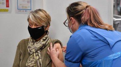 Βρετανία-κορωνοϊός: Όλος ο πληθυσμός άνω των 50 ετών έλαβε την πρώτη δόση εμβολίου