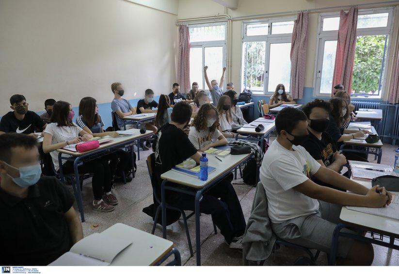 Ανοίγουν τα Λύκεια τη Δευτέρα με 2 self tests την εβδομάδα για μαθητές και εκπαιδευτικούς