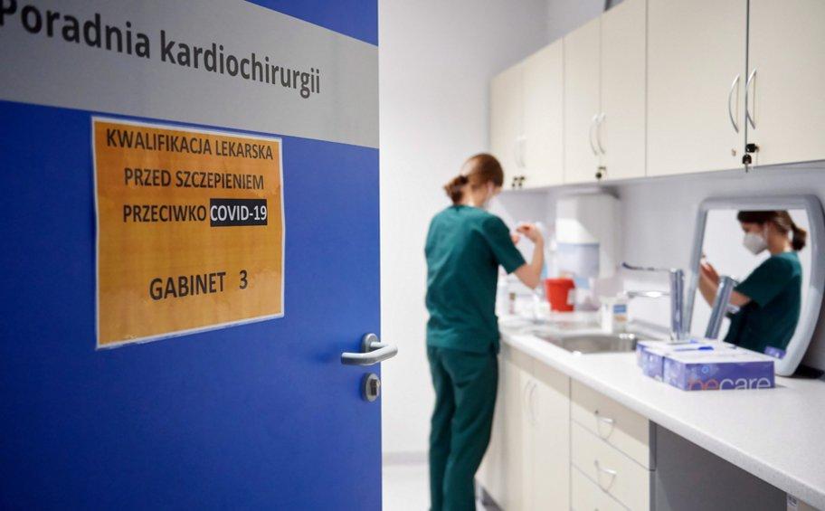 Πολωνία-κορωνοϊός: Τα ημερήσια κρούσματα ξεπέρασαν τα 8.000 για πρώτη φορά από τον Απρίλιο