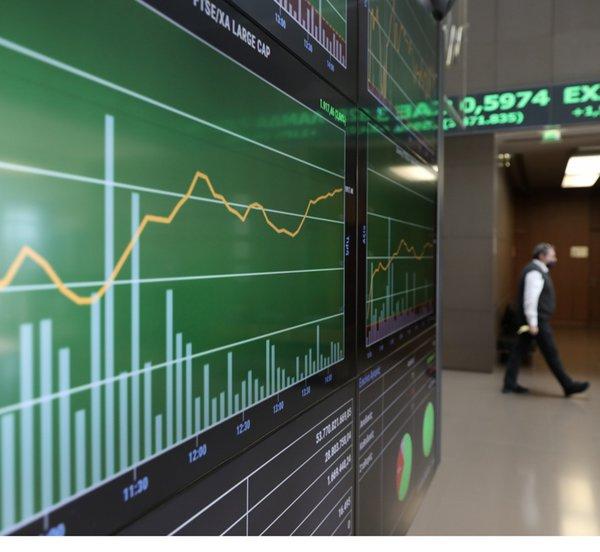 Πώς αποτιμούν την ελληνική χρηματιστηριακή αγορά οι διεθνείς επενδυτικοί οίκοι