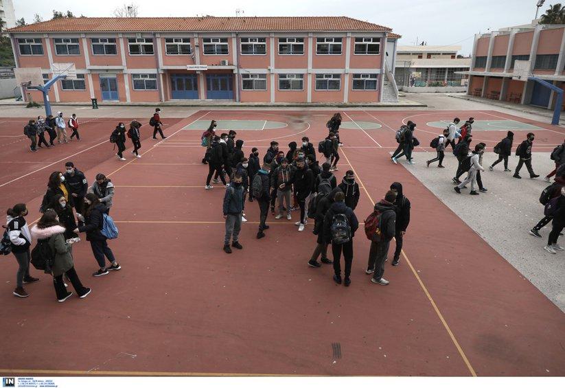 Κορωνοϊός: Ανησυχία για τα σχολεία - Πάνω από 3.000 κρούσματα σε παιδιά σε μία εβδομάδα - Βίντεο