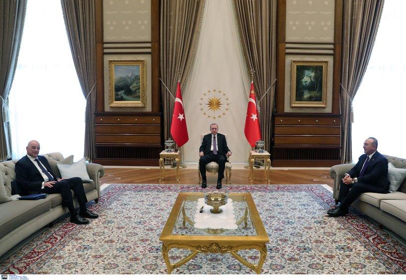 Μία ώρα συζητούσαν Δένδιας με Ερντογάν στην Άγκυρα, παρουσία του Τσαβούσογλου