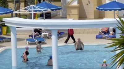 Το ολλανδικό πείραμα στη Ρόδο: Οι τουρίστες στην πισίνα (ΦΩΤΟΓΡΑΦΙΕΣ)