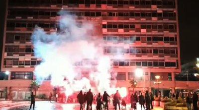Έληξε η κατάληψη στο ΑΠΘ - Αποχώρησαν με πυρσούς και πυροτεχνήματα οι φοιτητές