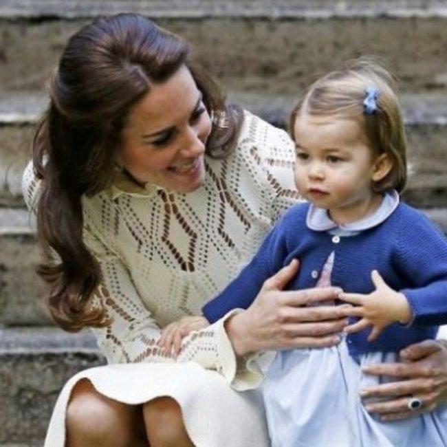 Η πριγκίπισσα Σάρλοτ έγινε 6 ετών και το παλάτι του Μπάκιγχαμ το γιορτάζει με ένα νέο πορτρέτο!