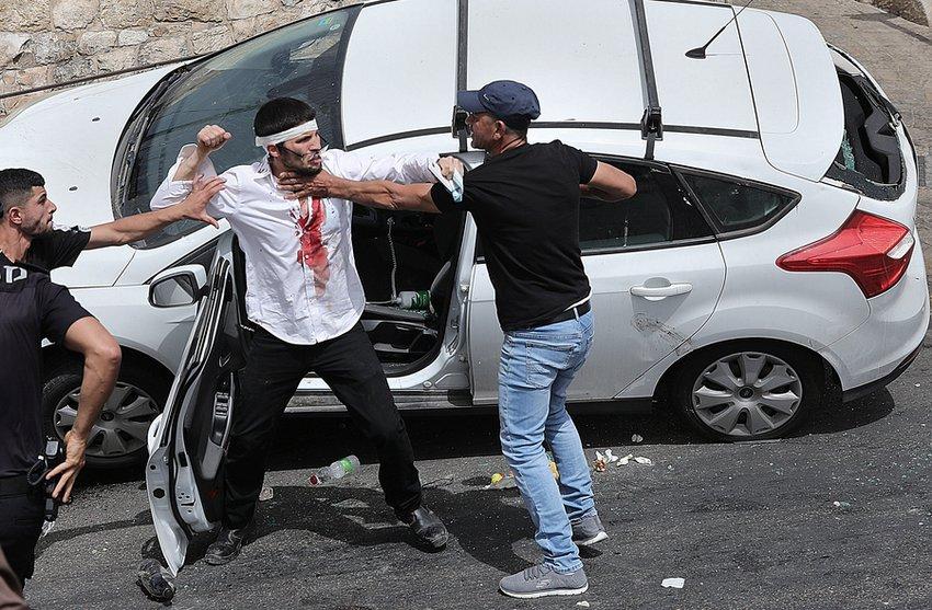 Χάος στην Ιερουσαλήμ: Αιματηρές συγκρούσεις Παλαιστινίων-Ισραηλινών – Εκατοντάδες τραυματίες - BINTEO