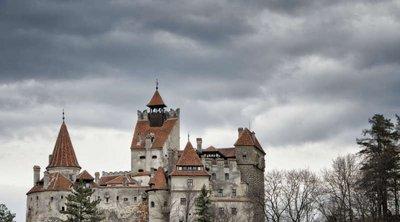 Ρουμανία: Στο κάστρο του κόμη Δράκουλα οι επισκέπτες συνδυάζουν εμβόλιο και περιήγηση