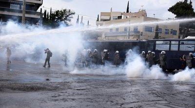 Ένταση και χημικά έξω από την πρεσβεία του Ισραήλ - ΦΩΤΟ