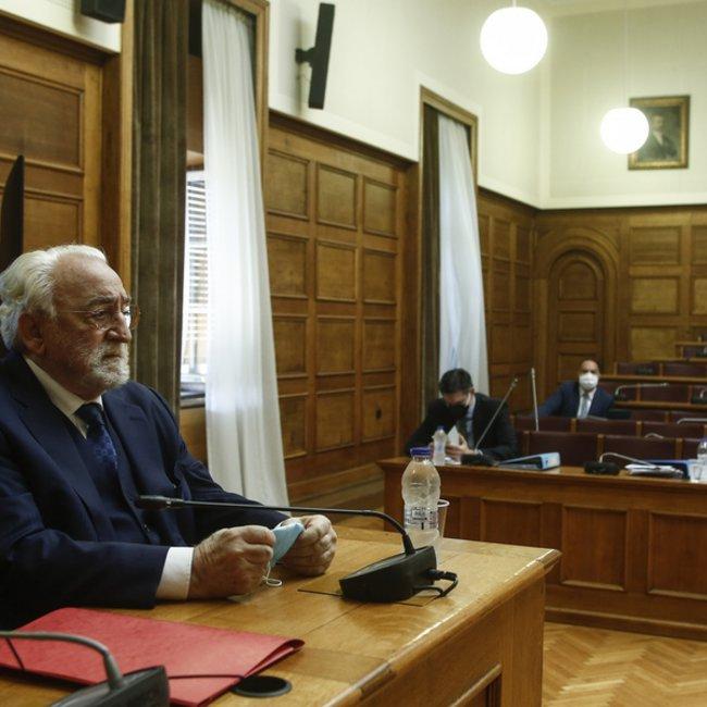 Προανακριτική: Διεκόπη η συνεδρίαση λόγω αδιαθεσίας Καλογρίτσα - Πρώτες βοήθειες από τον Πολάκη - Απίστευτοι διάλογοι στην Επιτροπή