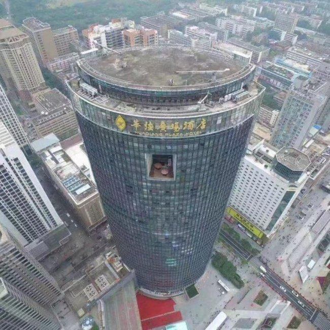 Απίστευτες εικόνες: Ουρανοξύστης «τρέμει» και σπέρνει πανικό σε πόλη της Κίνας - ΒΙΝΤΕΟ