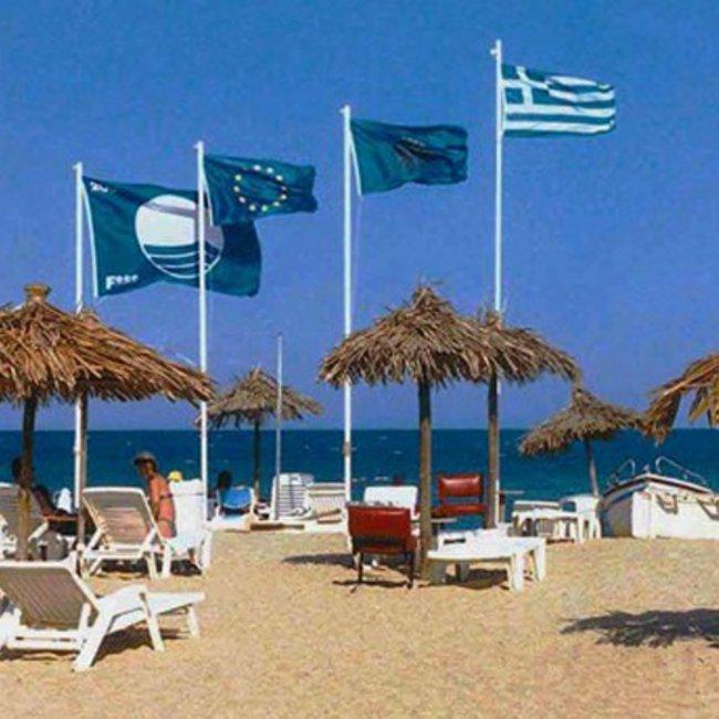 Γαλάζιες Σημαίες: Δεύτερη σε 49 χώρες η Ελλάδα - Η λίστα με τις 545 βραβευμένες παραλίες