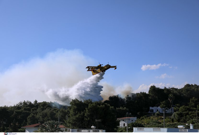 Φωτιά σε Κορινθία-Δυτ. Αττική: Σε εξέλιξη η πύρινη «κόλαση» - Στη «μάχη» τα εναέρια μέσα