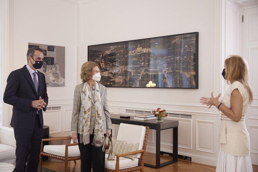 Συνάντηση Μητσοτάκη με την βασίλισσα Σοφία της Ισπανίας - Ο διάλογος για το Τατόι