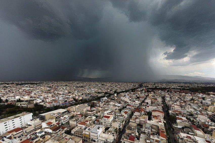 Ισχυρή καταιγίδα «χτύπησε» την Αττική και το κέντρο της Αθήνας - Προβλήματα στους δρόμους - Δείτε ΦΩΤΟ
