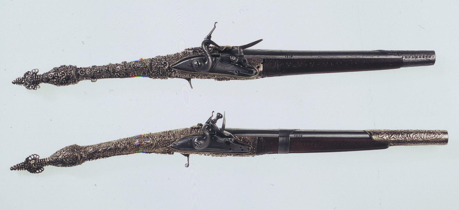 Πιστόλες του Νικηταρά,  ΙΕΕΕ-ΕΙΜ, Ζεύγος πιστόλες αρβανίτικου τύπου, με αργυρή διακόσμηση στην ευθύγραμμη λαβή. Ατσάλι, ασήμι, μηχανισμός πυρόλιθου, αρχές 19ου αι.