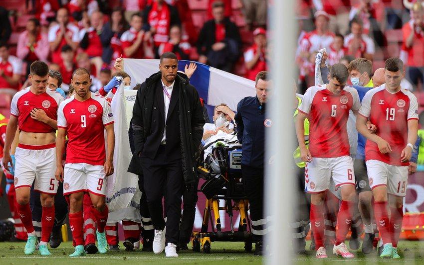 Σοκ στο EURO: Το χρονικό της κατάρρευσης του Έρικσεν - Γιατρός: «Καταφέραμε να τον φέρουμε πίσω...» - ΒΙΝΤΕΟ ΦΩΤΟ