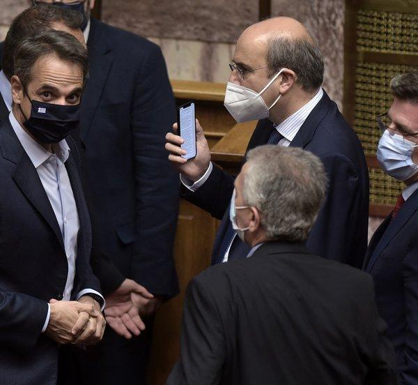 Βουλή: Υπερψηφίστηκε με 158 ΝΑΙ το εργασιακό - Πάνω από 200 ψήφους στα μισά άρθρα