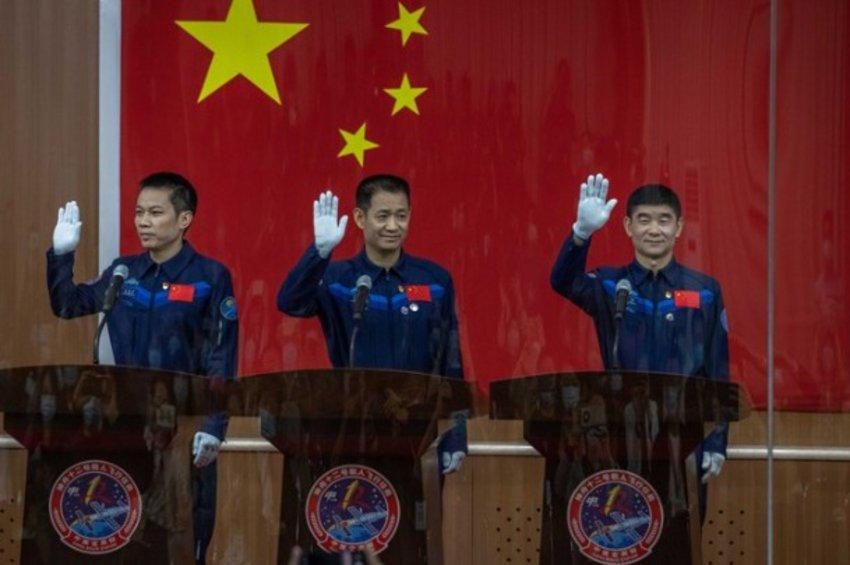 Η Κίνα επιβεβαίωσε ότι αύριο θα εκτοξευθεί επανδρωμένη αποστολή προς τον διαστημικό της σταθμό