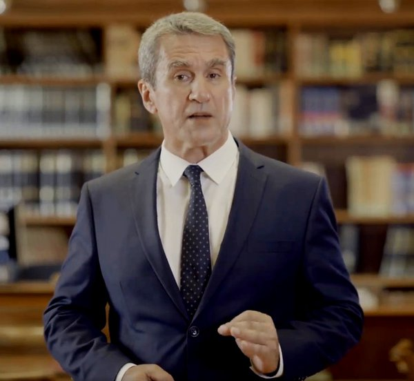 Ο Λοβέρδος ανακοίνωσε την υποψηφιότητά του για την ηγεσία του ΚΙΝΑΛ - Αναφορές στο ΠΑΣΟΚ και υπόκρουση Carmina Burana - ΒΙΝΤΕΟ