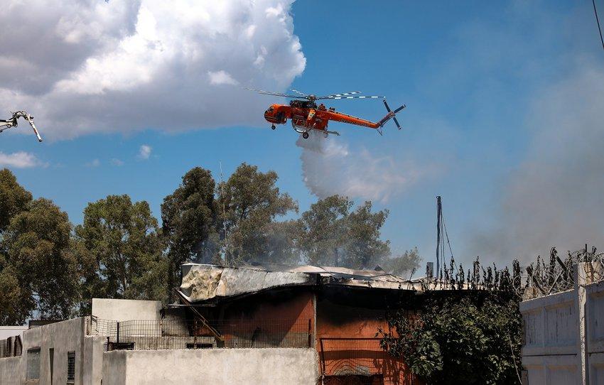Ασπρόπυργος: Στις φλόγες βυτιοφόρο με προπάνιο - Ειδοποίηση του 112, επί τόπου και ο Χαρδαλιάς - ΦΩΤΟ και ΒΙΝΤΕΟ