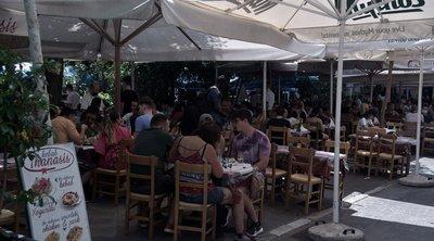 Εστίαση: Αυξάνεται από Δευτέρα το ανώτατο όριο ατόμων ανά τραπέζι - Οι αλλαγές για τις πλαζ