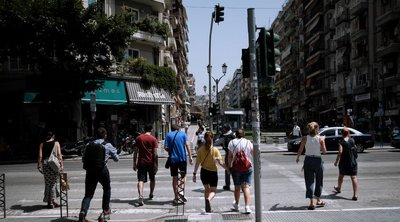 Θεσσαλονίκη - καύσωνας: Αναζητούν σκιά οι τουρίστες- Ουρές για rapid test ΦΩΤΟ & ΒΙΝΤΕΟ