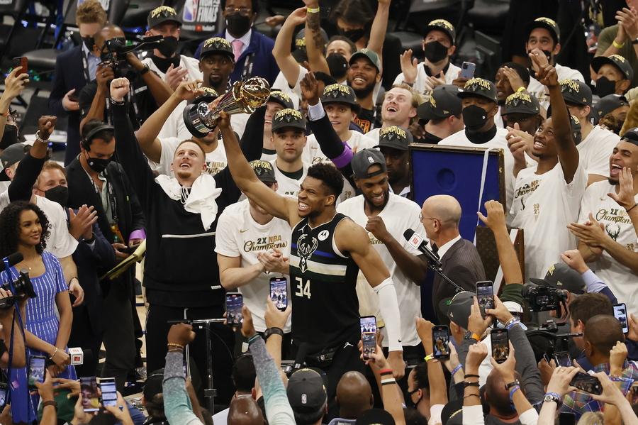 NBA: Εγραψε ιστορία ο Γιάννης Αντετοκούνμπο - Πρωταθλητές οι Μπακς - ΒΙΝΤΕΟ