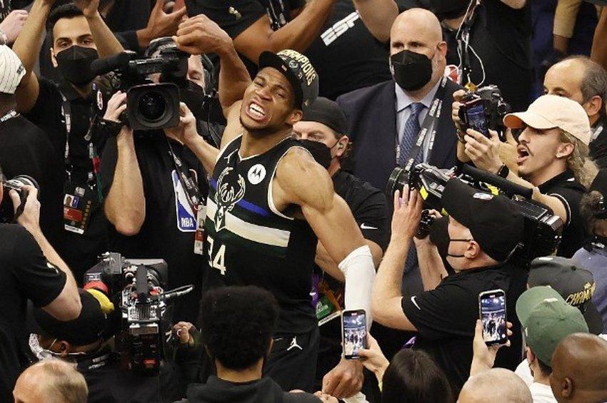 Το NBA «υποκλίνεται» στον Αντετοκούνμπο - Το μήνυμα του Λεμπρόν Τζέιμς - ΒΙΝΤΕΟ