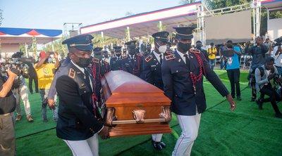 Αϊτή: Ξένοι αξιωματούχοι απομακρύνθηκαν εσπευσμένα μετά από επεισόδια στην κηδεία του δολοφονηθέντος προέδρου Μοΐζ