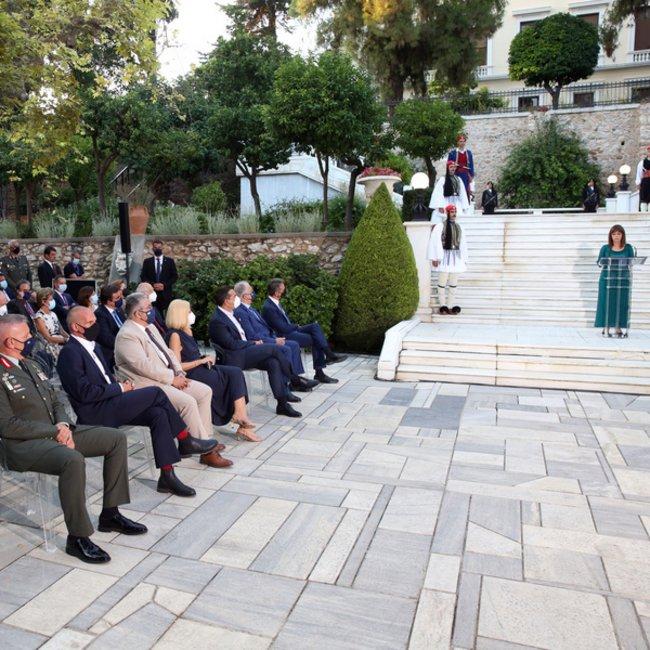 Δεξίωση στο Προεδρικό Μέγαρο: Τα θέματα που κυριάρχησαν στις συζητήσεις - ΦΩΤΟΓΡΑΦΙΕΣ