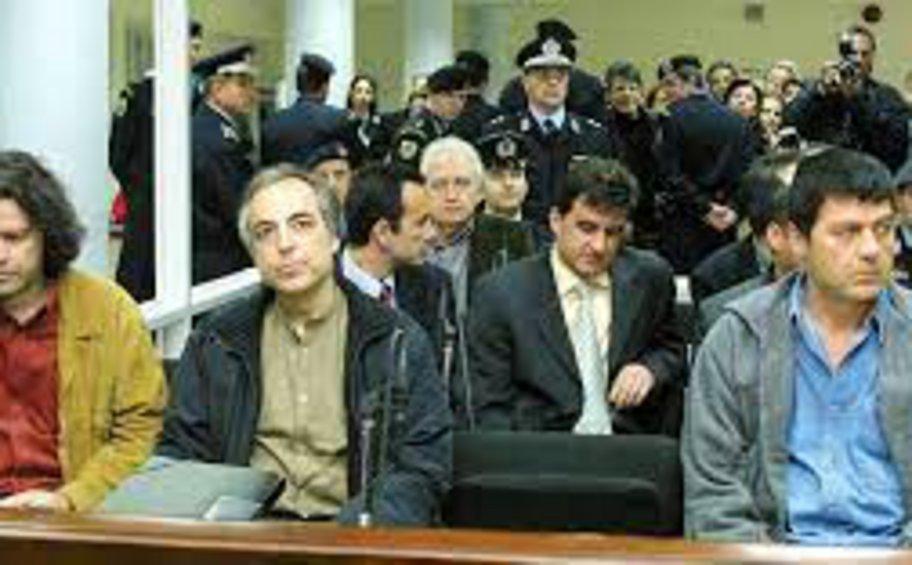 Αιτήσεις αποφυλάκισης - «17 Νοέμβρη»: Ο Κωστάρης... άνοιξε την πόρτα