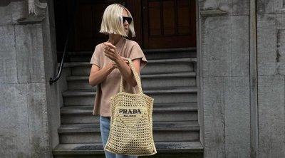 Η νέα raffia tote bag της Prada είναι το πιο hot αξεσουάρ αυτή τη στιγμή στο instagram!
