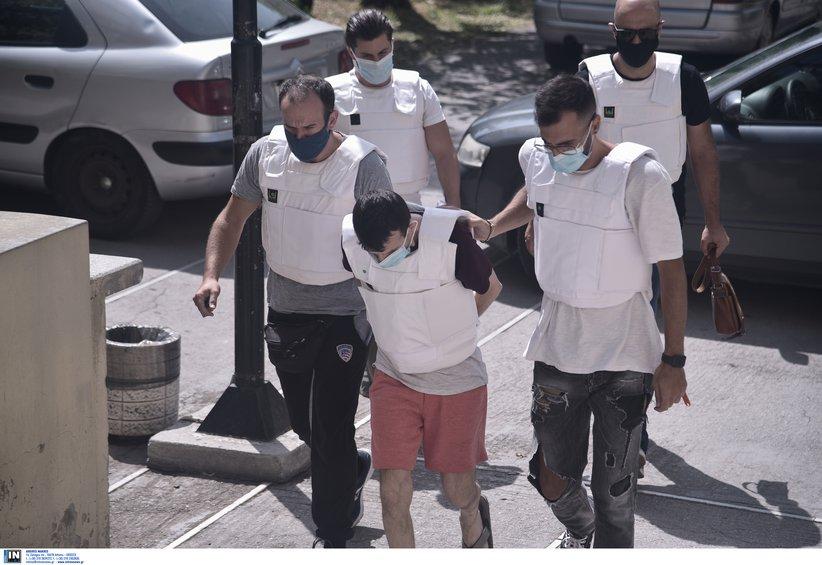 Έγκλημα στη Δάφνη: Στον εισαγγελέα οδηγήθηκε ο συζυγοκτόνος