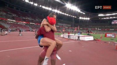 Ολυμπιακοί Αγώνες - Στίβος: Η συγκλονιστική στιγμή που δύο αθλητές του ύψους μοιράστηκαν το χρυσό! - ΒΙΝΤΕΟ