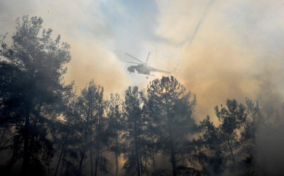 Στο χωριό Μαριτσά δίνουν την μάχη οι πυροσβεστικές δυνάμεις στη Ρόδο