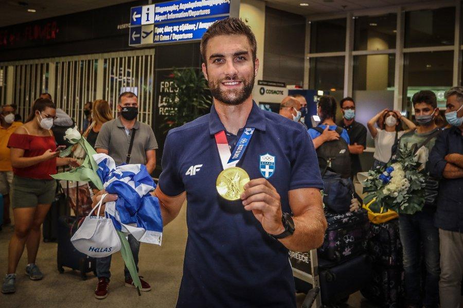 Ολυμπιακοί Αγώνες: Υποδοχή ήρωα για τον Στέφανο Ντούσκο στο «Ελ. Βενιζέλος» - ΦΩΤΟ-ΒΙΝΤΕΟ