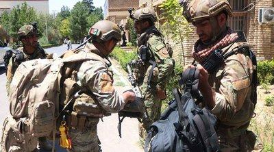 Οι μάχες πλέον μαίνονται σε μεγάλες πόλεις του Αφγανιστάν - Πτώματα στους δρόμους και αδιάκοποι βομβαρδισμοί