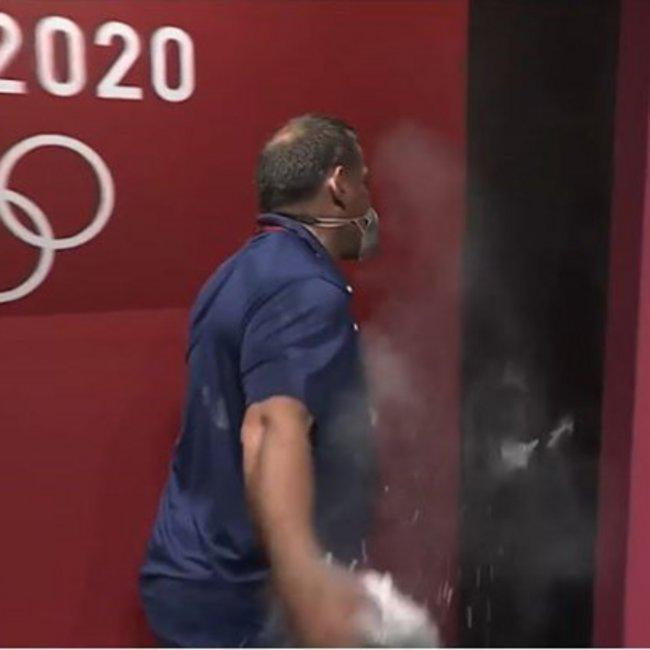 Ολυμπιακοί Αγώνες: Το ξέσπασμα του Πύρρου Δήμα - Εριξε γροθιά στον τοίχο - ΒΙΝΤΕΟ